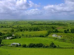Ireland_seen_from_the_Keshcorran_caves_near_Carrowkeel